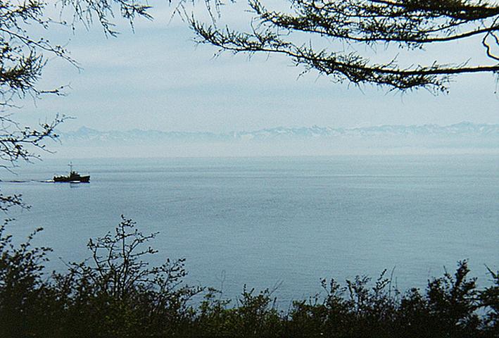 baikal-lake-near-listvyanka.jpg